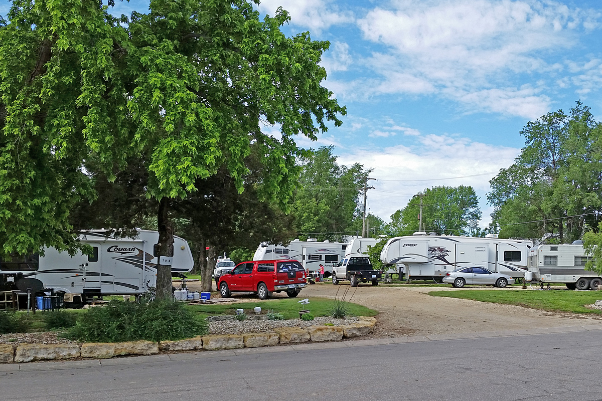 Campsites at Shandy's Lakeside RV Park